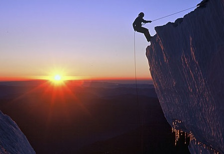 Mount_Rainier_rapelling_2
